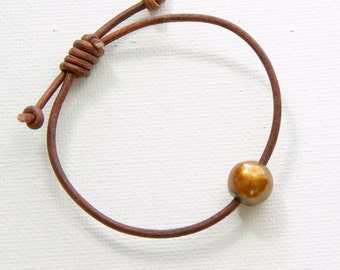 Leather Pearl Bracelet. Brown Pearl and Rustic Leather