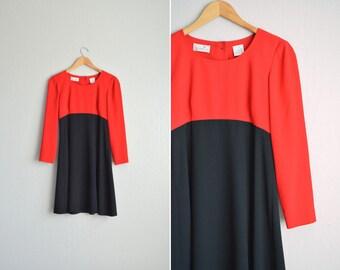 SALE / vintage '90s red & black MINIMALIST COLORBLOCK long sleeve mod dress. size s.