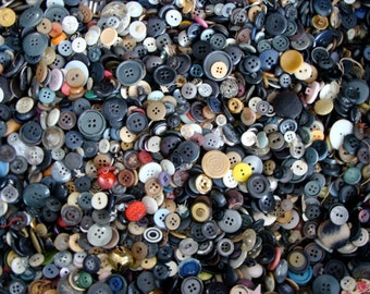100 Pcs  Vintage Small Button Lot