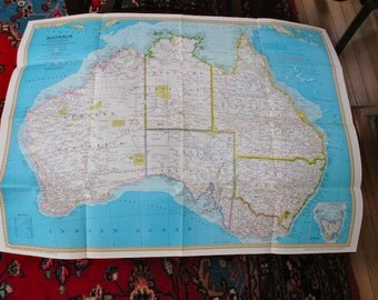 Map Australia Land of Living Fossils 1979  Souvenir Roy Andersen. Wild life. Birds. Down Under. Wall Decoration. Illustrations. Animals. Map