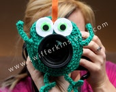 Camera lens buddy. Crochet lens critter frog. Photographer helper