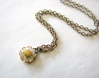 Vintage sweet gold necklace with yellow flower cameo (S19)