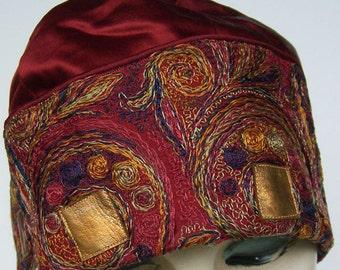 Vintage Silk Embroidered Women's Flapper Cloche