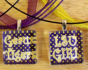 Show your team spirit w/1 inch glass pendant for your LSU Tigers.