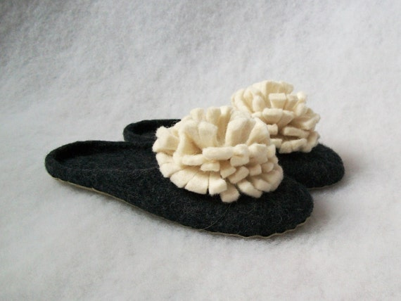 Felted slippers-backless wool slippers-house shoes-handmade felt wool slippers-women slippers Peonies-Valentine day gift black-white
