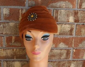 Vintage 60s 1960s Mod Velvet Turban Topper Hat Mad Men Rhinestone Pin