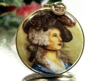 Vintage VICTORIAN LADY LOCKET Gold Tone Two Photo