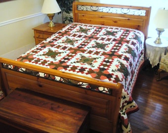 Festive Holiday Christmas Bed Size Quilt, Traditional Red and Green Queen/King