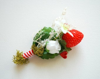 strawberry wedding, red white grooms boutonniere, bridal accessories, red berries, strawberries, country, farm wedding, red white green