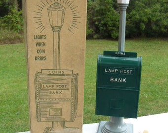 Rare Vintage 1940's Hard Plastic Lamp Post TOY BANK Mint in Box with Original Key