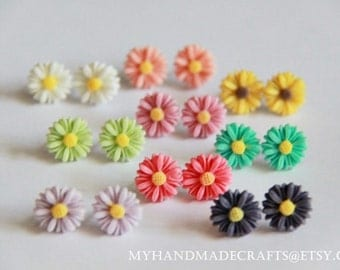 Sweet Daisy Resin Ear Studs Post. Weddings Favors. Spring. Summer. Autumn. Winter. Light . Floral. Birthday. Christmas. Valentine (1 PAIR)