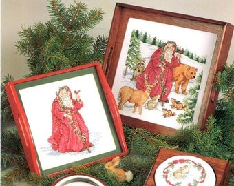 Forest Santa Long Red Robe Holly Walking Stick Csrdinal Bear Deer Raccoon Chipmunks Counted Cross Stitch Embroidery Pattern Craft Leaflet