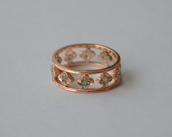 Victorian Flower Eternity Band in Rose Gold with Colombian Emeralds