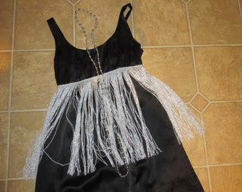 Halloween Costume 1920s flapper Twenties Chicago black silver fringe dress Woman size 4 gatsby party accessories included