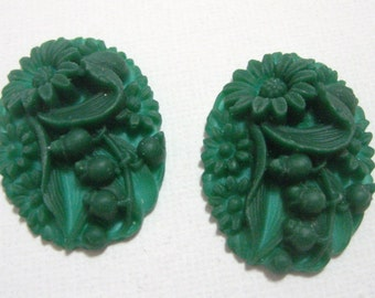 New Item Two Green Raised Flowers Cabochon