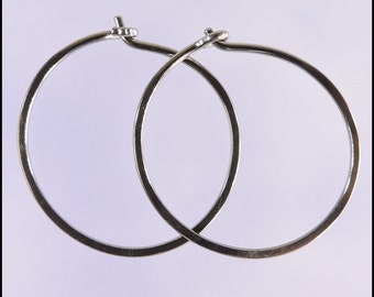 Niobium hoop earrings: Small KISS