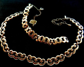 1950 Vintage MONET Signed golden Designed Necklace and Bracelet set- with original Label - Fantastic and very chic--art.275/3--
