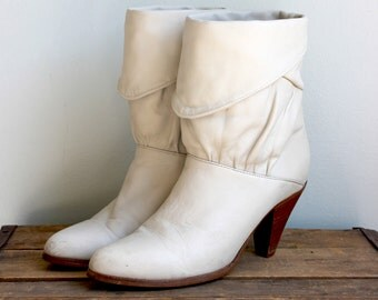 Vintage FRYE Ivory White Booties- Ankle Heeled Slouch Cuffed 1980s Leather- Size  7
