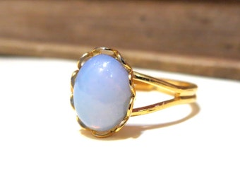 Vintage Pale Pink Harlequin Opal Split Ring - WWII Era - Lace / Scalloped Setting - Gold Plated - Adjustable - 8x10mm