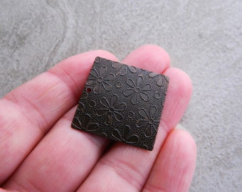 Embossed Brass Floral Tag, 27mm, Vintage patina finished brass (2pcs)