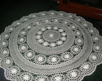 White Round Irish Rose Tablecloth