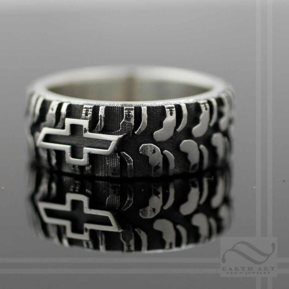 Wedding Ring Sets Made To Look Like Mud Tires Wedding Ring Sets