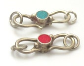 1 clasp - S hook Reversible clasp from Nepal with turquoise and coral inlay - BD604B