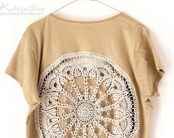 Ecru beige t-shirt with upcycled vintage crochet doily back - Big size XXXL