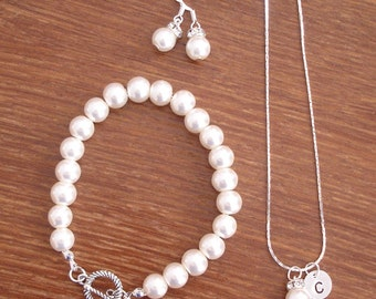 2 Simple Elegant Pearl and Initial Disc Bridesmaid Jewelry Gifts - Necklace, Earrings, Bracelet, Weddings, Bridesmaid Gifts