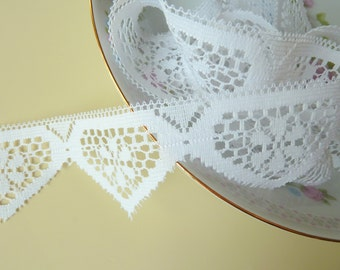 Unique Pointed Scalloped Edge Lace, White Tudor Style, Pennant Banner Wide Flat Lace, 3 Yards (A2)
