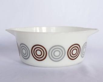 """Salton """"Cosmopolitan"""" Glass 2.5 Qt Bowl"""
