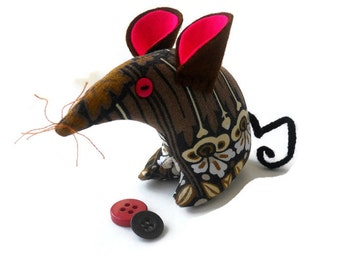 A Retro Mouse ? A Vintage Mouse ? THIS Mouse in  70s Heals Brown  Vintage Fabric