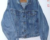 Vintage 1993 Levi's Light Stonewash Trucker Biker Rancher Wide Shoulders 100% Cotton Jean Jacket USA Sz L-UNISEX