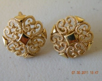 20% off Avon filigree clip on earrings. Gold tone.