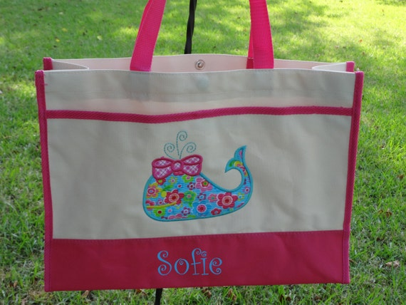 Kids Beach Totes. Focus on fun in the sun when you head to the beach with a roomy, fashionable tote. Do you have visions in your head of walking hand in hand with your little ones as you stroll along the beach?