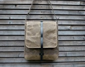 Messenger bag in waxed canvas with adjustable shoulderstrap UNISEX
