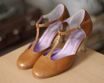 Caramel vintage ankle strap heels/ High heels/ Pumps/ Feminine shoes/ Violet-metallic insole