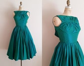 Vintage 1950s Cocktail Dress / Iridescent Emerald Green / Formal Party Dress / XS