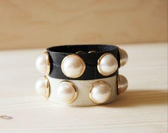 Five Big Pearl Leather Bracelet(Black Only)