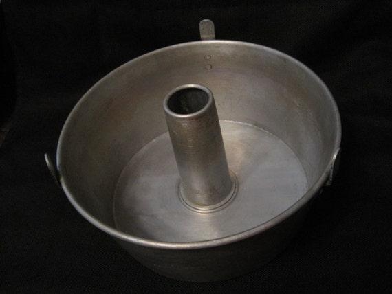 Vintage Mirro Aluminum Tube Cake Pan One Piece Pan