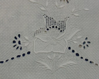 Beautiful Antique Show Towel, White, Embroidery, Eyelets, Fancy Scalloped Edge