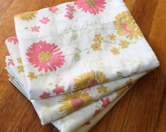 Vintage 1970's Fashion Manor Muslin Pink Yellow Daisy Pillowcases 4