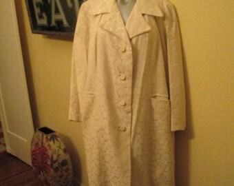 Vintage XL Women Coat White  Brocade  /  Plus Size Swing Coat / Dressy Satin Lined
