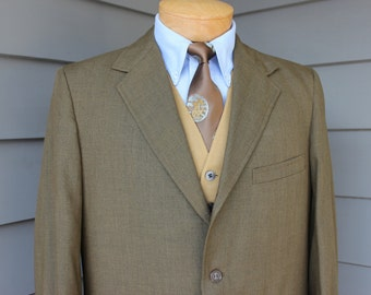 vintage late 60's -Lenox Hall- 2 piece Sack suit. Olive Gold sharkskin - Ivy league styling - 3 / 2 roll. Size 40 - 41 Regular