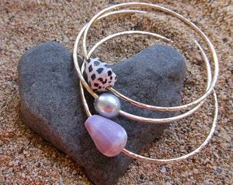 3 Sterling Silver Bangles, 1 Tahitian Pearl, 2 Hawaiian Shells, Thick Hammered Bracelet, Hawaii Beach Jewelry, Mermaid Fashion, Surfer Girl