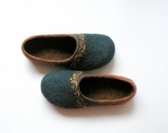 Felt wool slippers  Ethnic slippers woolen shoes handmade shoes