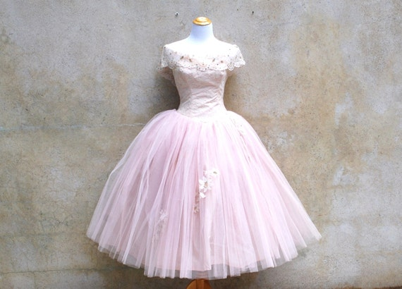 Vintage 1950s princess wedding dress - 50s romantic soft pink tulle prom / party dress - medium