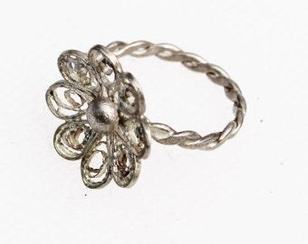 Silver Flower/Daisy Ring - Vintage, Filigree, Petite