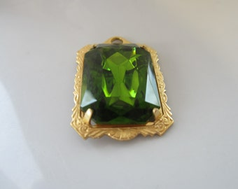 25x18mm Olivine Octagonal Facted Glass Gem With Setting