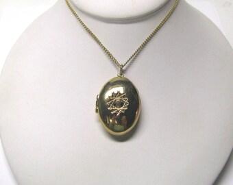 Vintage Gold tone Diamond Cut Oval Locket, Oval Locket, Gold tone Locket
